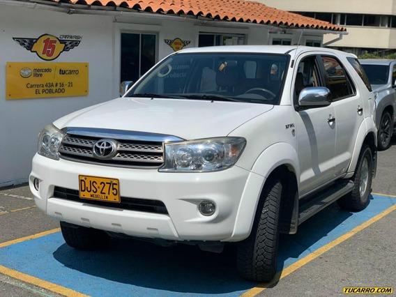 Toyota Fortuner Urba At 2700 4x4