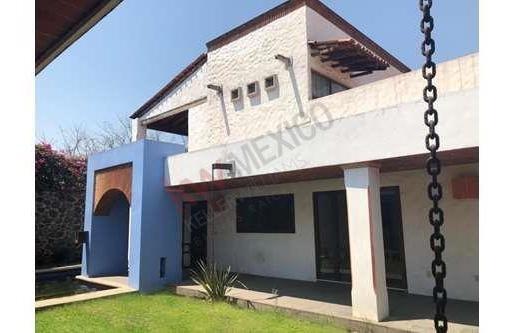 Casa En Venta, Casa Sola, Tipo Hacienda Con Seguridad, Tiene Capilla Y Cava Propia.