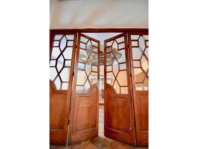 Amplia Casa En Plena Calle Rancagua......ideal Comercial........oportunidad