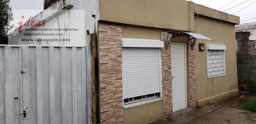 Casa 2 Dormitorios, Buen Terreno Y Apto Al Fondo.