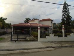Vendo Casa Con Inmenso Patio Cerca Ochoa En La J. P. Duarte