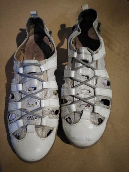 Zapatillas Cuero Caladas