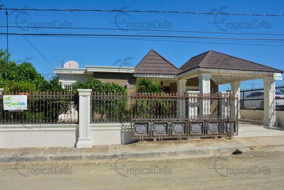 Casa De Venta En Zona Residencial Tranquila En Jarabacoa.