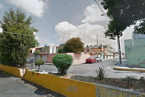 ¡amplia Casa Bien Ubicada En Renta!.