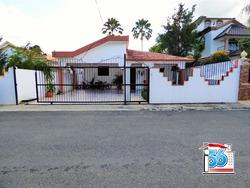 Agradable Casa En La Urbanización Caperuza