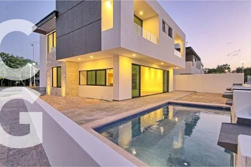 Casa En Venta En Cancun En Residencial Lagos Del Sol Cancun