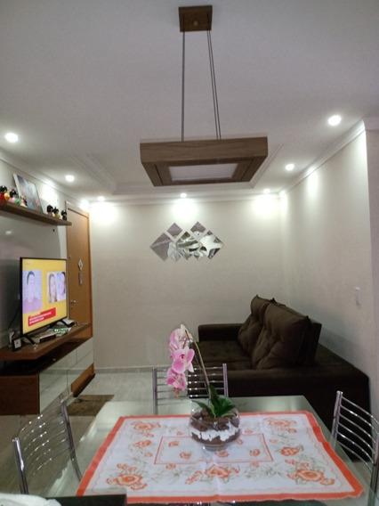 Apartamento Com Móveis Planejados E Área Privativa