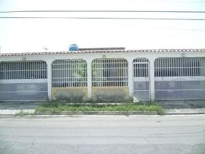 Casa En Venta De 239m2, Paraparal Los Cerritos