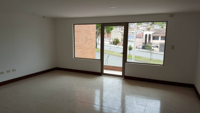 Se Arrienda Oficina Comercial, Sector Basílica Cuenca