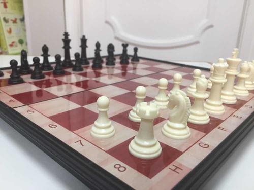 Ajedrez Magnético - Tablero Plegable 33x33 Cm 32 Piezas.