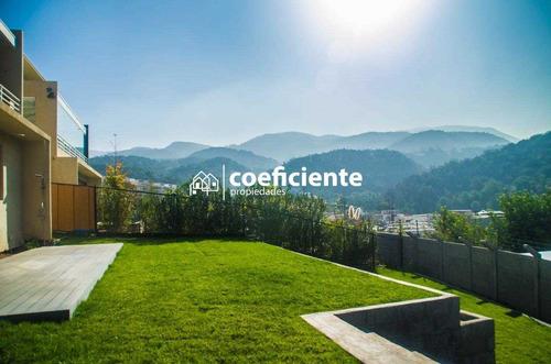 Amplia Casa De 3 Pisos Con Espectacular Vista