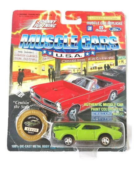 Johnny Lightning Olds 442 Oldsmobile Muscle Car
