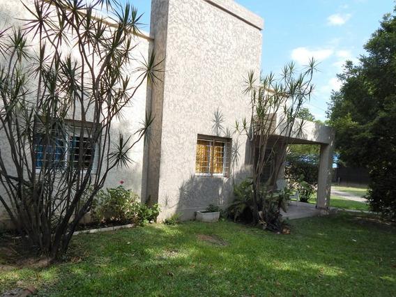 Casa 3 Dormitorios Con Jardín En La Mejor Zona De Tucumán