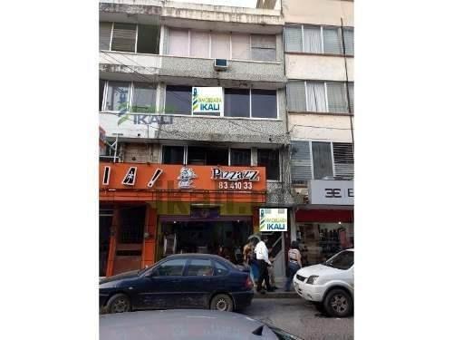 Renta Oficina Centro Tuxpan Veracruz Con 2 Despachos Y Recepción, Se Encuentran Ubicadas En La Avenida Juárez Arriba De Pizzas Mama Mía, De La Colonia Centro De Tuxpan Ver. Cuenta Con 2 Despachos, Sa