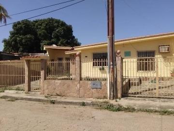 Casa En Venta En Paraparal Negociable 19-81004