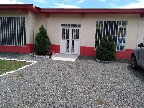 Casa Campestre Para La Venta En Viterbo