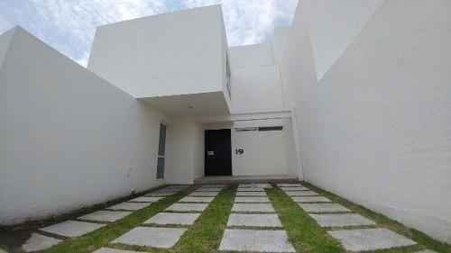 El Pueblito Centro, 3 Recámaras, 3.5 Baños, Alberca, Salatv