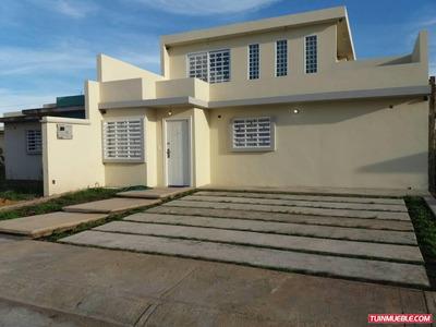Casas En Venta, Villas Aguasay, Maturín, Umbrella Inmuebles