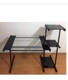 Mesa Para Computador De Ferro E Vidro Em Perfeito Estado.