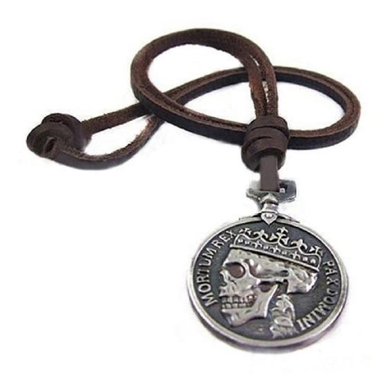 Colar Cordão Medalha Caveira Mortum Rex Pax Domini Couro