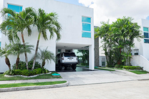 Casa En Venta En Costa Sur 19-6409 Emb