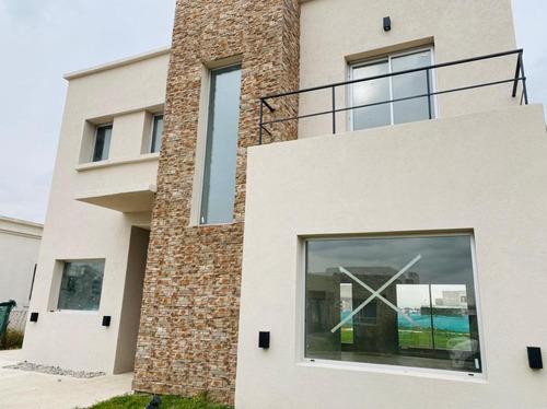 Casa En Venta En Vila Marina