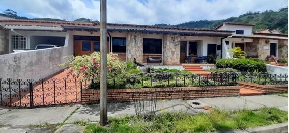 Se Vende Casa En Colinas De Pirineos