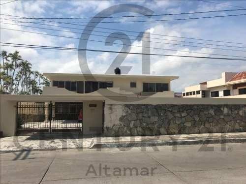 Renta De Casa Residencial Estilo Clásico, Col. Petrolera, Tampico, Tamps.