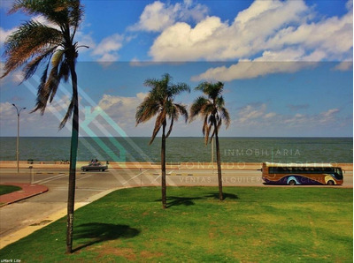 Montevideo | Apartamento Con Vista Directa A La Bahia.