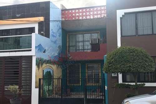 Casa Cerca Del Malecón En Venta / House Near The Boardwalk For Sale