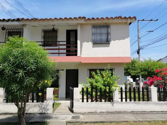 Alquilo Casa Esquinera En El Barrio Pomona 2 Niveles