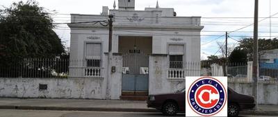 Lega Propiedades Vende Importante Residencia Sobre Avenida.