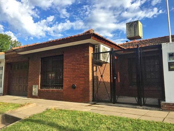 Casa En Alquiler 3 Dormitorios Y Garage En Campana Centro. Barrio Banco Provincia