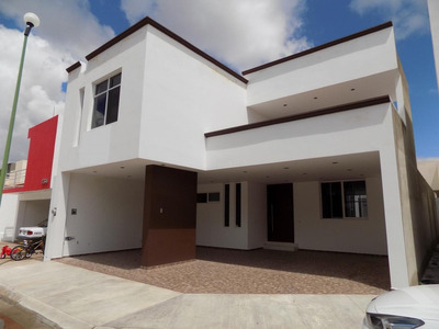 Casa Nueva En Venta, Con Habitación En Planta Baja, Fraccionamiento Las Quintas.