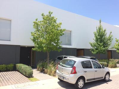 Casa En Renta En Condominio Con Alberca Juriquilla Santa Fe