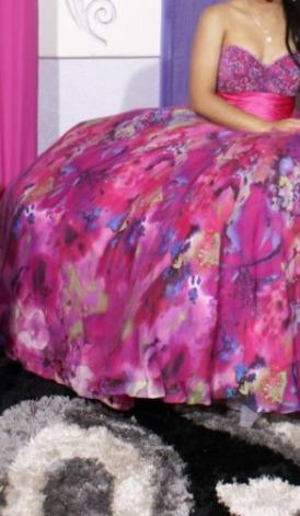 Hermoso Vestido Quince Años Fucsia Estampado Colores Piedras