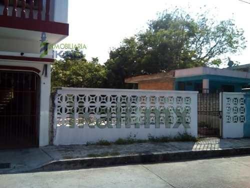 Venta Terreno 300 M² Col. Benito Juarez Poza Rica Veracruz. Ubicado En La Calle Uno De La Colonia Veracruz En El Municipio De Poza Rica De Hidalgo Veracruz. Son 300 M², 7 Metros De Frente A La Calle