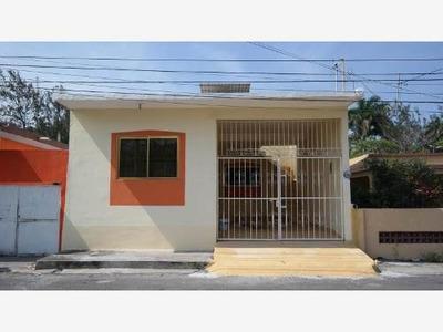 Casa Sola En Renta Col. Candido Aguilar A Dos Cuadras Del Issste Diaz Miron.