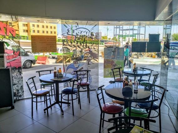 Cafeteria Ubicada En Un La Plaza De Intermedica