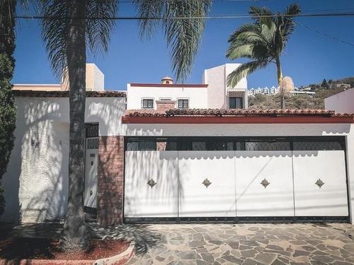 Casa En Excelente Ubicación; Fraccionamiento Mirasol.