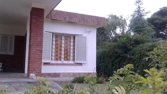 Casa Con 3 Dormitorios Cocinacomedor Baño Garage Doble