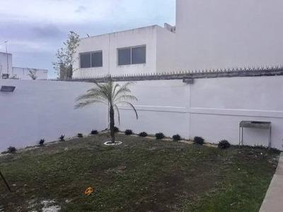 Se Vende Casa Semi-nueva En Fraccionamiento Lomas De La Rioja En La Rivera Veracruzana