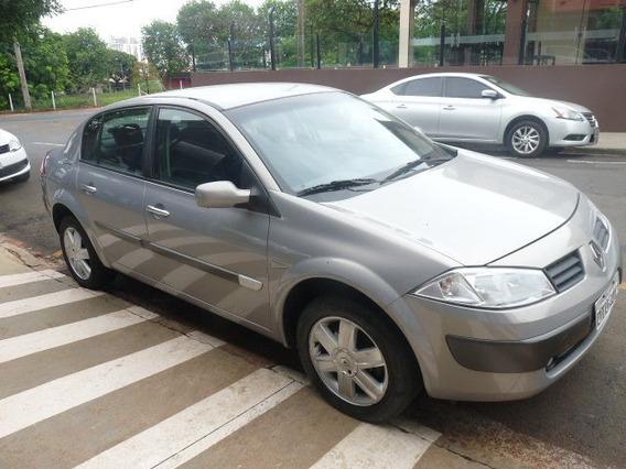 Renault / Megane 1.6 Dynamique Flex + Único Dono
