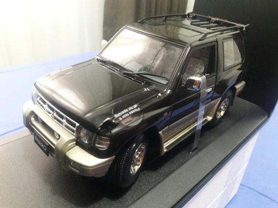 Autoart 1:18 Mitsubishi Pajero Swb