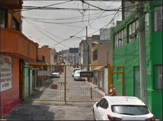 Remate Casa De 3 Recamaras En Viveros De La Loma