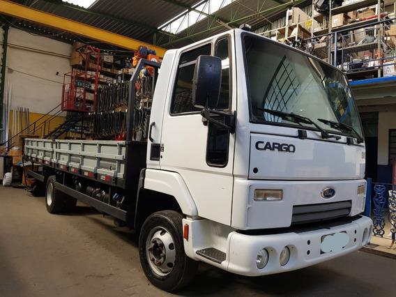 Caminhão Ford Cargo 816 S 2013