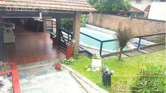 Casa En Venta De 4 Ambientes Con Quincho Y Pileta En Don Bosco