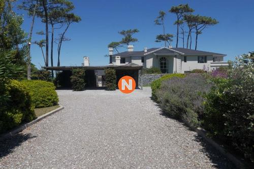 Casa En Venta Y Alquiler, Pinares, Punta Del Este, 8 Dormitorios.- Ref: 209507