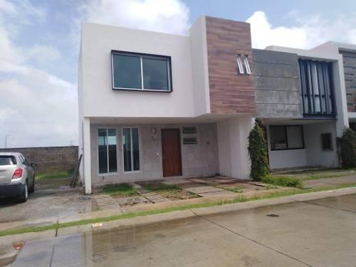 Hermosa Casa En Venta Dentro De Condominio Fraccionamiento El Campestre