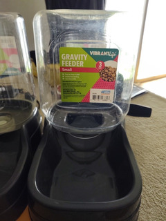 Dispensador De Alimentos Sólido Y Agua Ambos Juntos